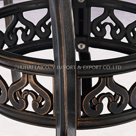 Outdoor Furniture Cast Aluminium Round Table with Four Chairs with Cushion